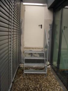 Fluchttreppe mit Stahltüre